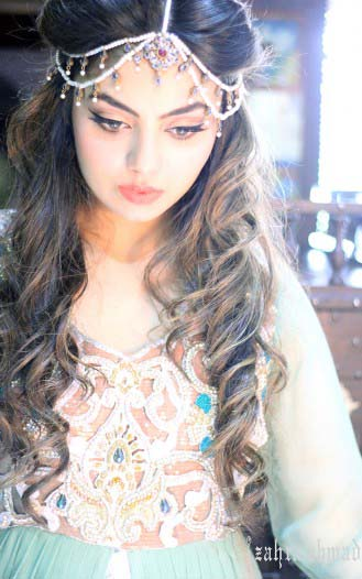 Party hairstyles for long hair on saree