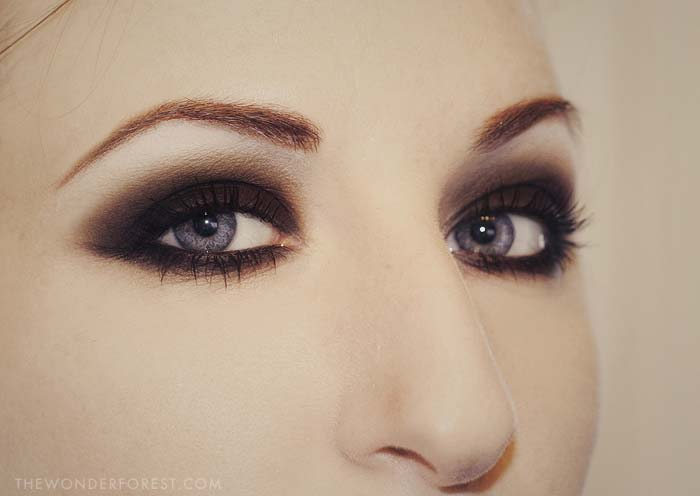 Black Smokey Eyes Makeup Step By Step- Tutorial (5)