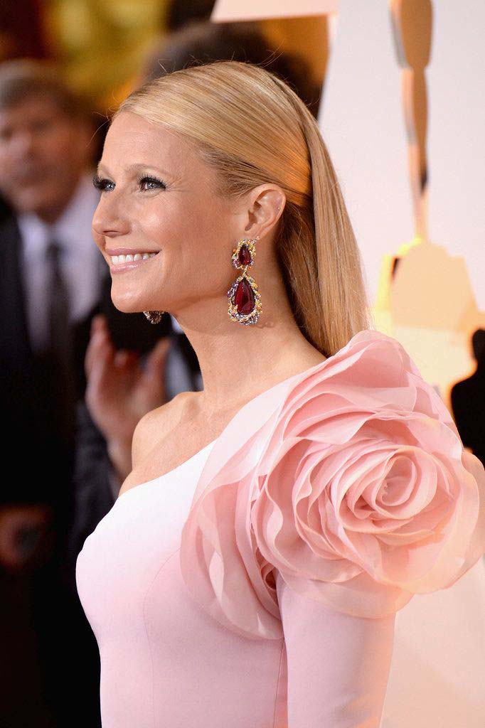Gwyneth Paltrow in Ralpg and Russo Couture and Anna Hu Haute Joaillerie Jewelries (2)