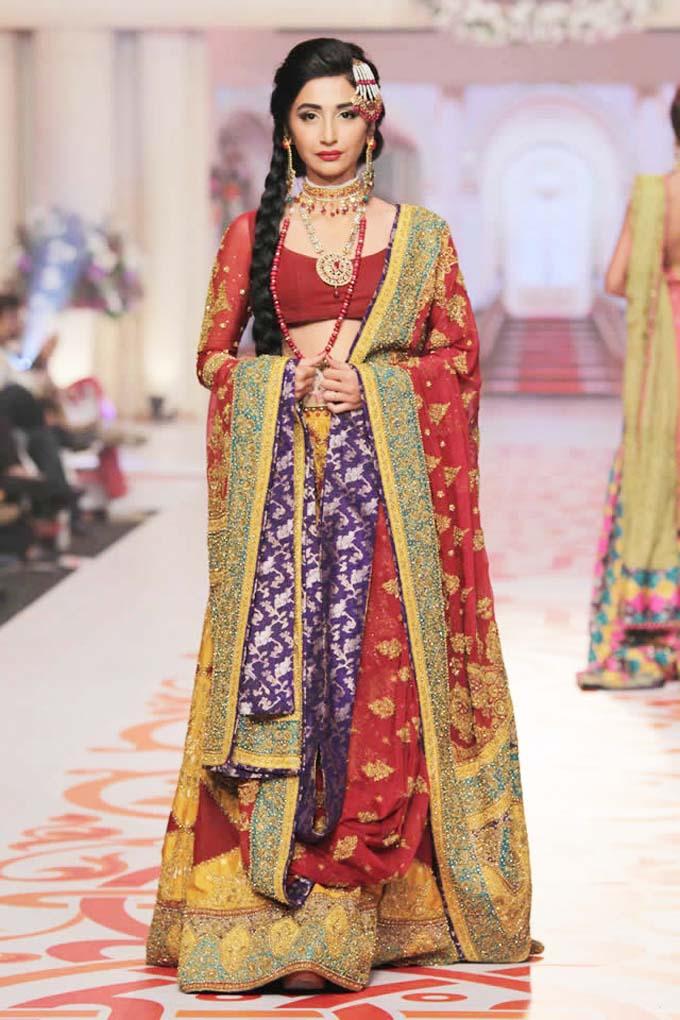 latest-barat-dress-designs-for-wedding-brides-37
