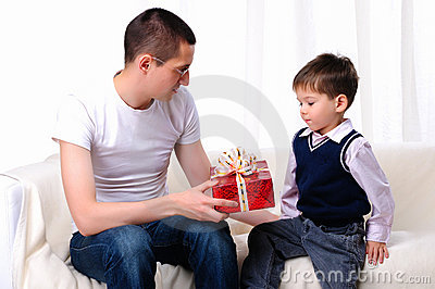 dad-gives-his-son-gift-17288867