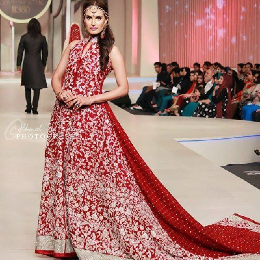 Latest Long Tail Wedding Maxis Dresses Collection 2016-2017 (8)