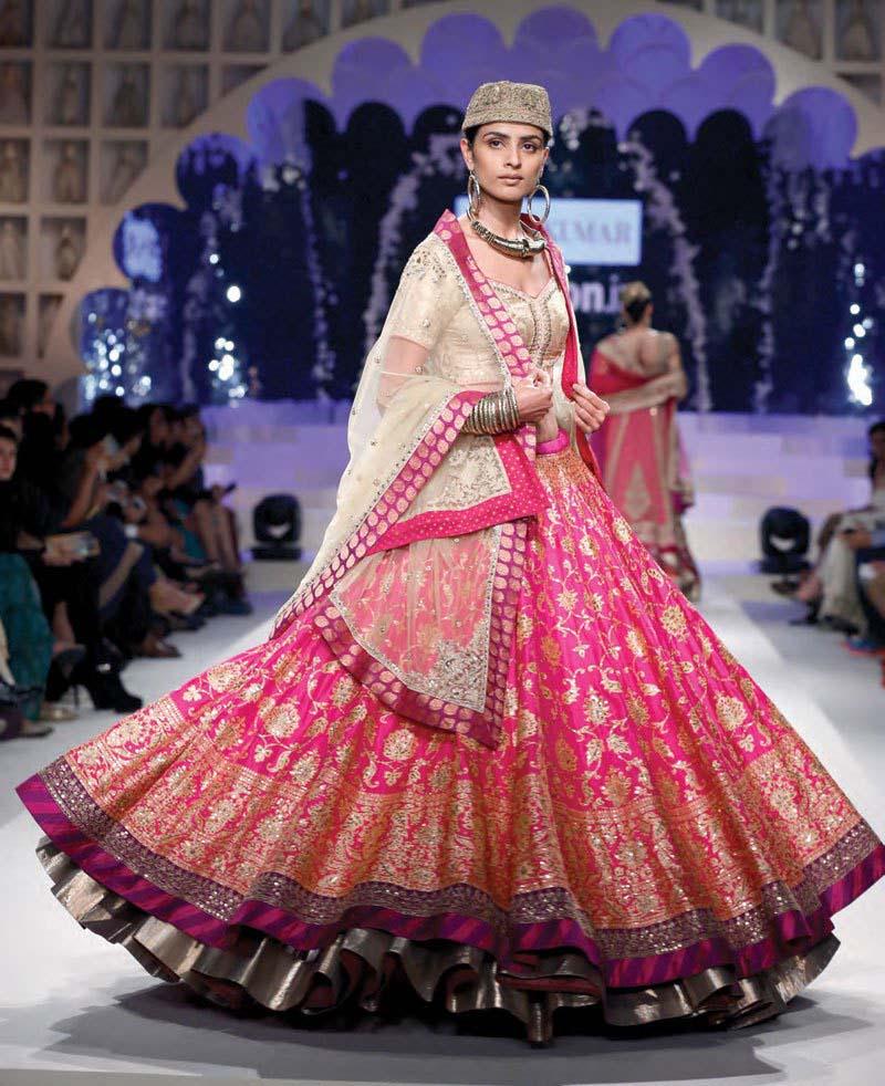 Latest Indian Designers Barat Dresses for Wedding Brides 2016-2017 (25)