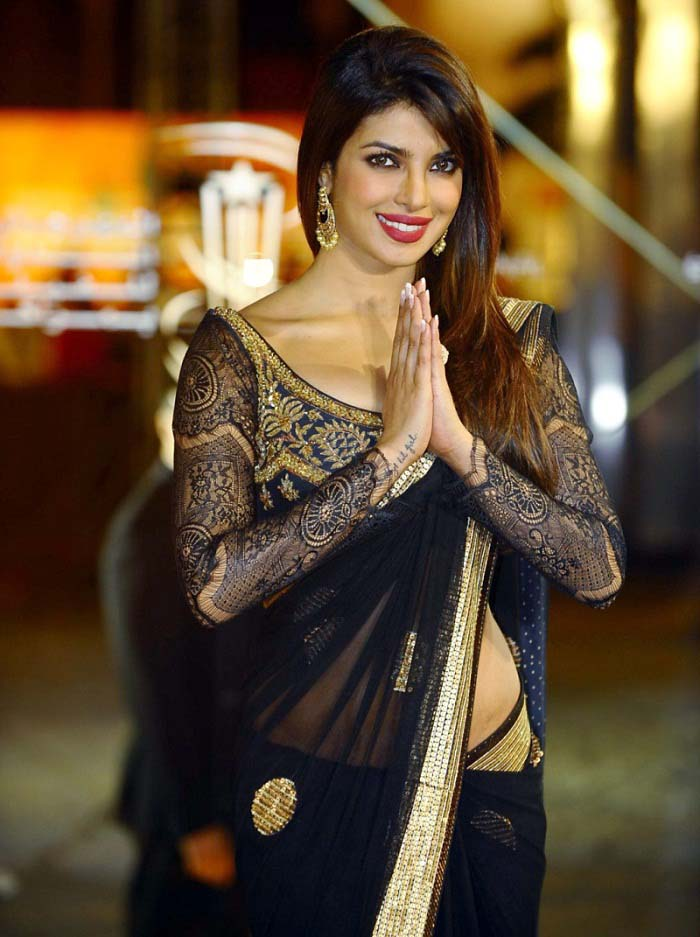 Pakistani & Indian Designers Party Wear Sarees Collection 2016-2107 (7)