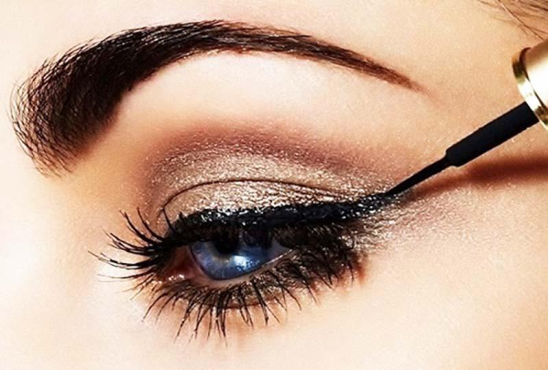 How to apply eye liner for bigger eyes
