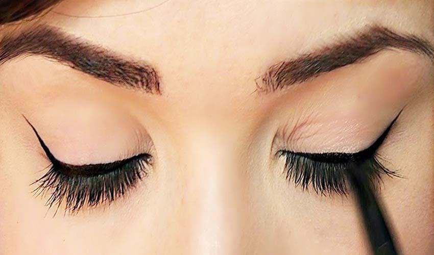 Apply Eyeliner (3)