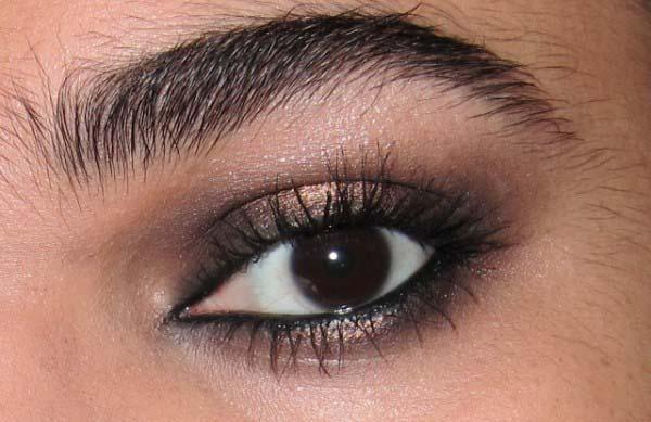how to add mascara