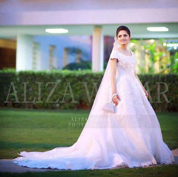 Beautiful Bridal Barat Dresses Designs Collection 2016-2017 for Wedding Brides (12)