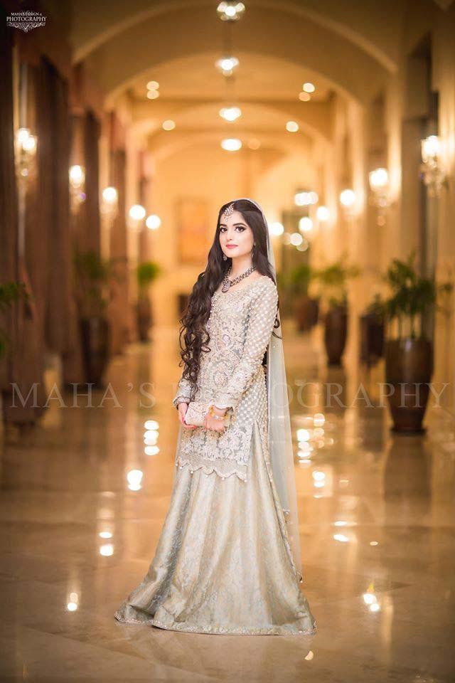latest-pakistani-wedding-wear-lehenga-and-gown-style-201617-10