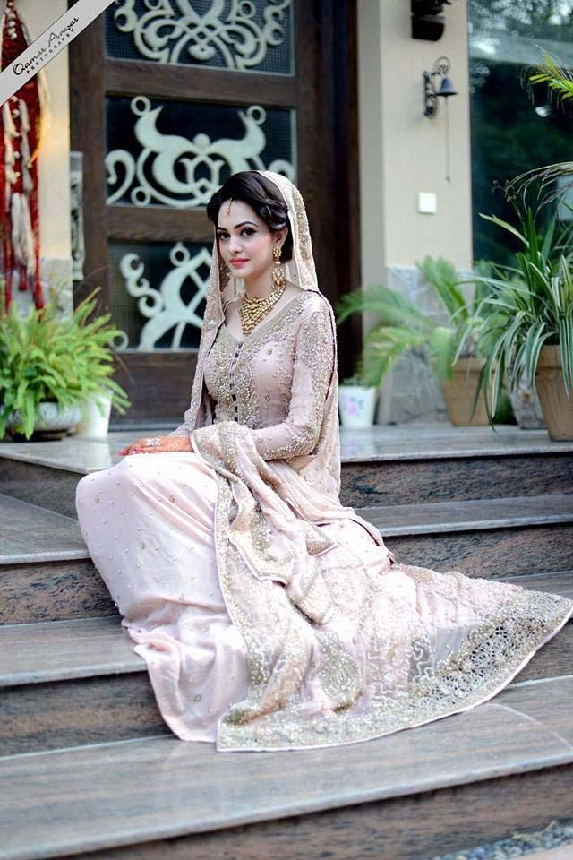 latest-pakistani-wedding-wear-lehenga-and-gown-style-201617-4