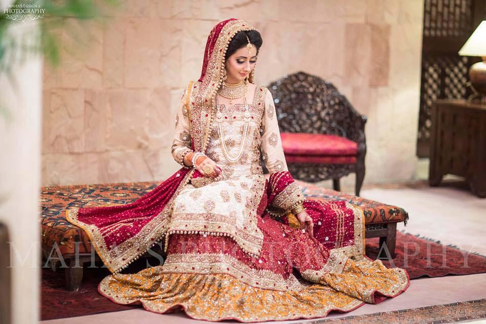 latest-pakistani-wedding-wear-lehenga-and-gown-style-201617-9