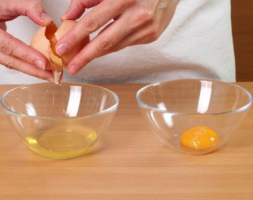 mix-lemon-juice-argan-oil-and-egg-yolk