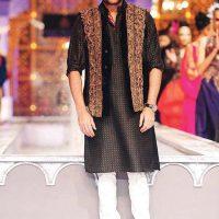 Latest Men Mehndi Dresses Shalwar Kameez and Kurta Designs 2017-2018 (2)
